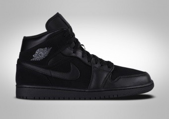 new styles 5ea7d affa7 BASKETBALL SHOES. NIKE AIR JORDAN 1 RETRO MID TRIPLE BLACK