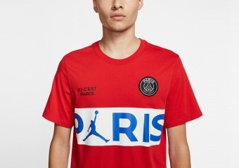 NIKE AIR JORDAN PSG PARIS SAINT-GERMAIN WORDMARK TEE UNIVERSITY RED